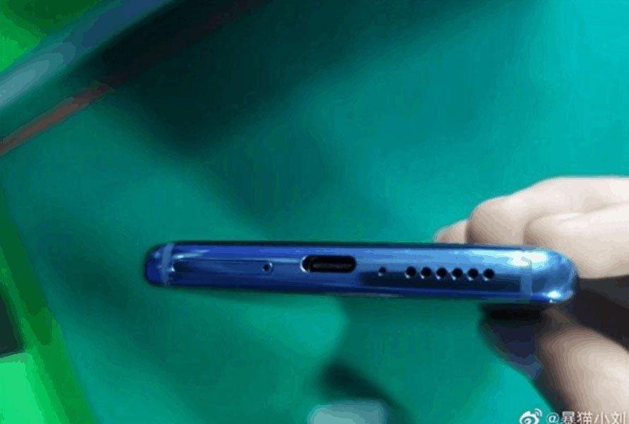 Флагман Xiaomi Mi 10 позирует на рекламном плакате